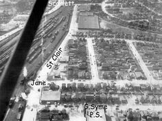 Beltline station is visible behind the houses at 84 and 86 Florence Crescent between White Avenue and Homeview. In this photo the right of way still exists to the north. Aerial View, Florence, Past, Toronto, Canada, Houses, Black And White, History, Retro