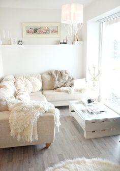 *Lovely Clusters - The Pretty Blog www.lovelyclustersblog.com: Eirin Kristiansen's Cozy Living Room