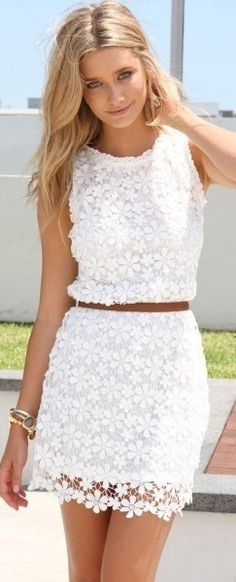 Summerlook: Lace crochet dress, waist tan skinny belt