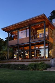 37 Stunning Contemporary House Exterior Design Ideas You Should Copy - Today, contemporary house plans are very intelligently designed to give utmost comfort to the people. These plans not only feature flexible floor spac. Steel Frame House, Steel House, Contemporary House Plans, Modern House Design, Home Design, Contemporary Design, Chalet Design, Dream House Exterior, Home Fashion