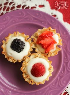 Easy Phyllo Fruit Cups take about 15 minute to make and they are so yummy! I could eat the cream cheese filling with a spoon! These are the perfect treat to take to a Valentine's Day gathering of any kind! Mini Desserts, Individual Desserts, Light Desserts, Party Desserts, Just Desserts, Delicious Desserts, Yummy Food, Yummy Snacks, Yummy Treats