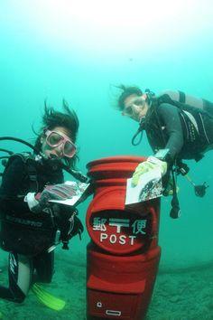 ダイバーが毎日回収。「世界一低いところにある海底ポスト」はちゃんと投函できる!