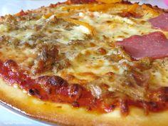 Wer an Italien denkt, der wird auch sofort an die Pizza denken. Der original italienische Pizzateig besteht ausschließlich aus vier Zutaten: Mehl, Wasser, Salz und sehr wenig Hefe.  Zutaten f…