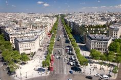 A avenida Champs Élysées, um dos principais símbolos de Paris, será fechada para carros um domingo por mês para que os pedestres possam transitar livremente, de acordo com anúncio da prefeita da capital francesa, Anne Hidalgo, nesta quarta-feira, dia 6.