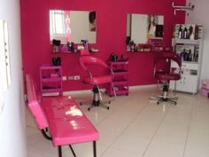 salão de beleza pequeno decorado rosa Home Hair Salons, Home Salon, Nail Salon Decor, Beauty Salon Decor, Salon Interior Design, Salon Design, Kids Salon, Small Salon, Hair Shop