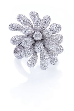 Cantamessa | Clavette-Ring-white: 69.30 grams Gold, 58.67-carat White Diamonds