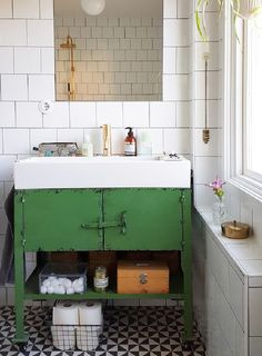 The vintage interior decor never goes out of style. This vintage bathroom decor is such an excellent example if you want your vintage home decor to shine. Bathroom Trends, Chic Bathrooms, Bathroom Ideas, Tiled Bathrooms, Bathroom Makeovers, Small Bathrooms, Bathroom Vanities, Bathroom Renovations, Shower Bathroom