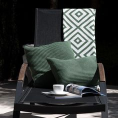 Amamos a combinação das Almofadas ponto inglês com nossa manta losangos!! Shop online!!