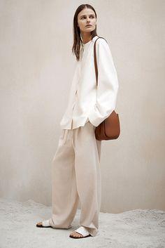 The Row Pre-Fall 2015 Fashion Show - Vasilisa Pavlova Fashion Me Now, Fashion Week, Fashion Show, Fashion Design, Fashion Bloggers, The Row, Vetements Clothing, Mode Ootd, Outfits Damen