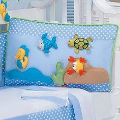 Kit de berço para quarto de menino tema fundo do mar cor azul.