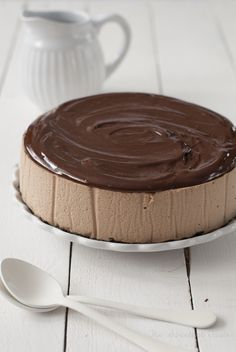 Nutella cheesecake ♥ Nam It's covered with chocolate and looks so tasty yummy! Nutella Cheesecake, Cheesecake Recipes, Dessert Recipes, Nutella Cake, Just Desserts, Delicious Desserts, Yummy Food, Cupcakes, Cupcake Cakes
