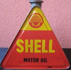 Bidon SHELL - Blog de bibcrazy56 Vintage Oil Cans, Vintage Tins, Shell Gas Station, Pompe A Essence, Old Gas Pumps, Kustom Kulture, Old Ads, Oil And Gas, Gems And Minerals
