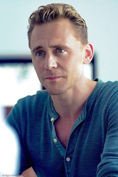Tom Hiddleston in blue is so pretty