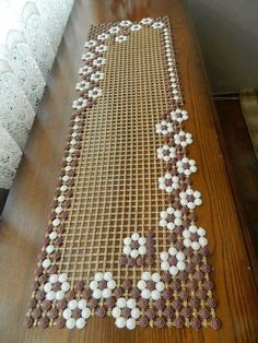 Woven Shell Table Runner pattern by Terry Day Lace Table Runners, Crochet Table Runner, Table Runner Pattern, Crochet Tablecloth, Crochet Doily Patterns, Crochet Doilies, Loom Craft, Cloth Flowers, Table Toppers