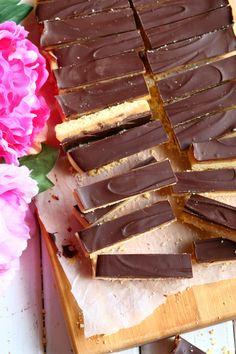 Kinuski-suklaapalat, miltei kuin Twix - Suklaapossu Homemade Candies, Chocolate Fondue, Food And Drink, Sweets, Candy, Cookies, Baking, Desserts, Foods