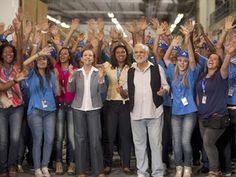 Diretor geral da GLOBO Carlos Henrique Schroder recebe abaixo assinado de artistas globais