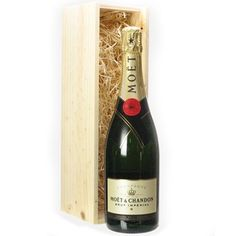 Moet & Chandon Brut Imperial Champagne is a top of the line champagne, a perfect gift for special individuals in your life. Champagne Gift Baskets, Dom Perignon, Champagne Toast, Gourmet Gift Baskets, Veuve Clicquot, Moet Chandon, Fine Wine, Shades Of Green, Classy