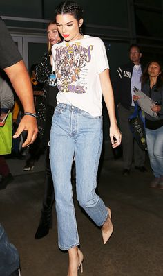 Light hued cropped denim with a graphic tee and pumps.