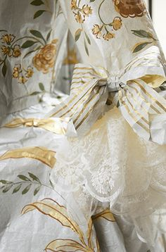 Isabelle de Borchgrave - Painter, designer, artist, visual artist, discover her amazing dresses and creations of paper !