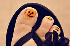 15 Halloween Toe Nail Art Ideas   http://www.meetthebestyou.com/15-halloween-toe-nail-art-ideas/
