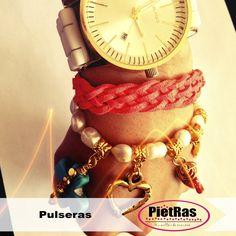 Bonita pulsera colorida y a la moda, ¿con que la usarías?