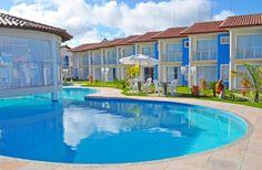 """Apartamento mobiliado, situado em Condomínio fechado, à apenas 250 metros da Praia de Taperapuan, próximo do Complexo """"Axé Moi"""", um dos locais das melhores festas da cidade, visitado por turistas do mundo inteiro  em Porto Seguro."""