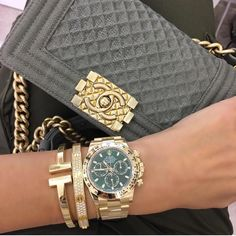 luxury watches A closer look at the Herms Kelly Bag including how its made, a sizing guide, and the history of the iconic bag. Hermes Kelly Taschen, Hermes Kelly Bag, Dream Watches, Cool Watches, Silver Pocket Watch, Vintage Rolex, Vintage Watches, Seiko Watches, Women Rolex Watches