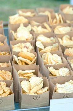 Chips in a bag instead of everyone's hands in them!! Maybe a stamp or sticker on them to personalize? Summer Party Foods, Easy Party Snacks, Simple Party Food, Bbq Food Ideas Party, Lunch Party Ideas, Out Door Party Ideas, Party Food On A Budget, Backyard Party Decorations, Western Party Decorations