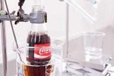 ¡Increíble! Artista Desarrolla Dispositivo Que Convierte La Coca-Cola En Agua Potable
