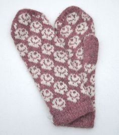 "Vante ""Små rosor"" Knit Mittens, Mitten Gloves, Knitting Projects, Knitting Patterns, Textiles, Fair Isle Knitting, Slipper Boots, Knit Crochet, Fair Isles"