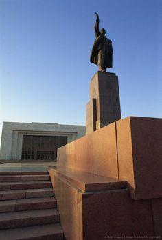 One of last Lenin statues, Lenin Square, Bishkek, Kyrgyzstan, Central Asia.