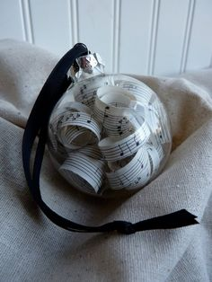 Vintage Sheet Music Christmas Ornament by MaeMaes for my sister ki Xmas present Sheet Music Ornaments, Music Christmas Ornaments, Sheet Music Crafts, Cute Christmas Tree, Christmas Tree Themes, Christmas Makes, Christmas Crafts, Christmas 2014, Felt Ornaments