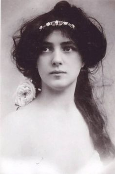 Evelyn Nesbit - (1884 –1967,) American chorus girl and model who was seduced by famous architect Stanford White. White was later shot and killed by Nesbit's insane husband, Millionaire Harry Thaw, on the roof of the Madison Square Garden, (which White designed.)
