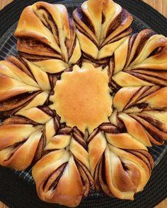 Stella's Meza: Flower Twist Nutella Bread