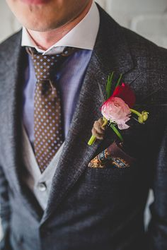 Gorgeous ombre pink and red boutonniere with fun patterned grooms tie