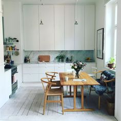 Discover our interior design inpirations for The best tips for you interior home decor. Dining Area, Kitchen Dining, Kitchen Decor, Appartement Design, Interior Architecture, Interior Design, Cheap Home Decor, Kitchen Interior, Home Kitchens