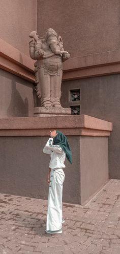 Hijabi Girl, Ootd Hijab, Bait, Poses, Statue, Random, Pictures, Beautiful, Figure Poses