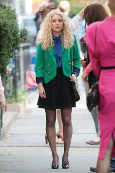 AnnaSophia Robb Photos - AnnaSophia Robb has a mustard mishap at a pretzel stand on the set of 'The Carrie Diaries' in New York City. - AnnaSophia Robb Films 'The Carrie Diaries' Equality Now, The Carrie Diaries, Annasophia Robb, 80s Fashion, Carry On, Nice Dresses, Personal Style, Mini Skirts, How To Wear