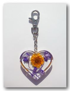 Materials: Metal, Dark Silver clasps keychain,  Resin, Dried Flower, Sticker Size: 4.2 inch (10.5cm) Including pendant.