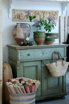 Shabby Chic Decor captivating image ref 6015031087 - Attractive and really charming room decor suggestion.Press the pin image now to go through further examples. Shabby Cottage, Shabby Chic Homes, Shabby Chic Style, Shabby Chic Decor, Shabby Chic Green, Farmhouse Style Decorating, French Country Decorating, Farmhouse Decor, French Farmhouse