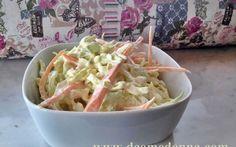 Direttamente dalla cucina anglosassone la coleslaw la ricetta dell'insalata di cavolo cappuccio crudo. Un must della cucina americana e inglese, da accompagnamento per i piatti di hamburger e alla br