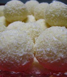 Docinhos de leite em pó My Recipes, Snack Recipes, Cooking Recipes, Favorite Recipes, Snacks, Food N, Food And Drink, Portuguese Recipes, Pastry Cake