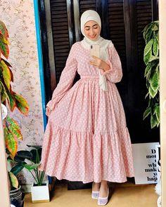 """Mariamabdallhdesigns on Instagram: """"Eid collection 👗 ازيكوا ي حلوين ، ألطف وأرق فستان شوفته في حياتي أنا سميته فستان سندريلا👠 الفستان متاح حاليًا بجميع المقاسات وأول فستان…"""" Modest Fashion Hijab, Muslim Fashion, Fashion Wear, Girl Fashion, Fashion Dresses, Hijab Evening Dress, Hijab Dress Party, Modest Dresses, Modest Outfits"""