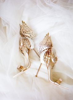 High Heels Luxurious gold and white winged Sophia Webster bridal heels / Kenn and Evelyn knew that t Fancy Shoes, Pretty Shoes, Beautiful Shoes, Cute Shoes, Me Too Shoes, Prom Shoes, Wedding Shoes, Shoes Heels, Bridal Heels
