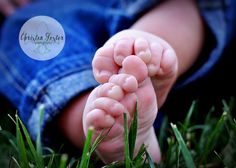 Line up the kids' feet and hands together for a pic