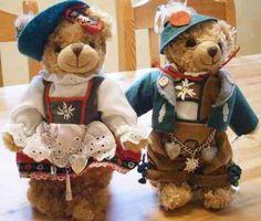 Trachten-Plüschbären ca. 22 cm hoch, Art. 78027 zu bestellen bei Landhaus-Boutique in Bad Steben, #Plüschtiere, #Trachten