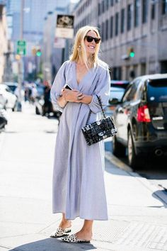With New York Fashion Week 2017 now in full swing, explore the strongest street style looks outside the shows. Photos by Sandra Semburg. Source by seedandconjure Bags outfit New York Street Style, Look Street Style, Street Style 2017, Star Fashion, Trendy Fashion, Fashion Fashion, Street Fashion, Fashion Weeks, Daily Fashion