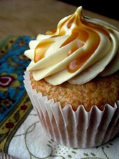 Carmel Apple Cupcakes... yumm-O and simple