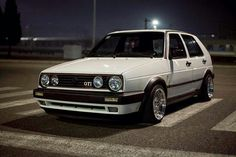 How many miles have you ever driven in one trip? Volkswagen Golf Mk2, Vw Golf Mk4, Vw Golf Wallpaper, Golf 2, Vw Parts, Vw Classic, Retro Cars, Cool Cars, Dream Cars