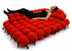 relax sitze mit vielen - weiche-rote Bälle - absoluter Komfort